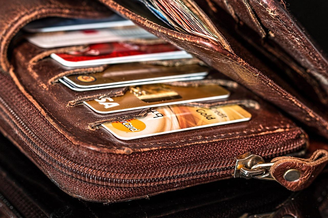 職人でも作れるクレジットカードを大紹介!流通系のクレカを狙おう