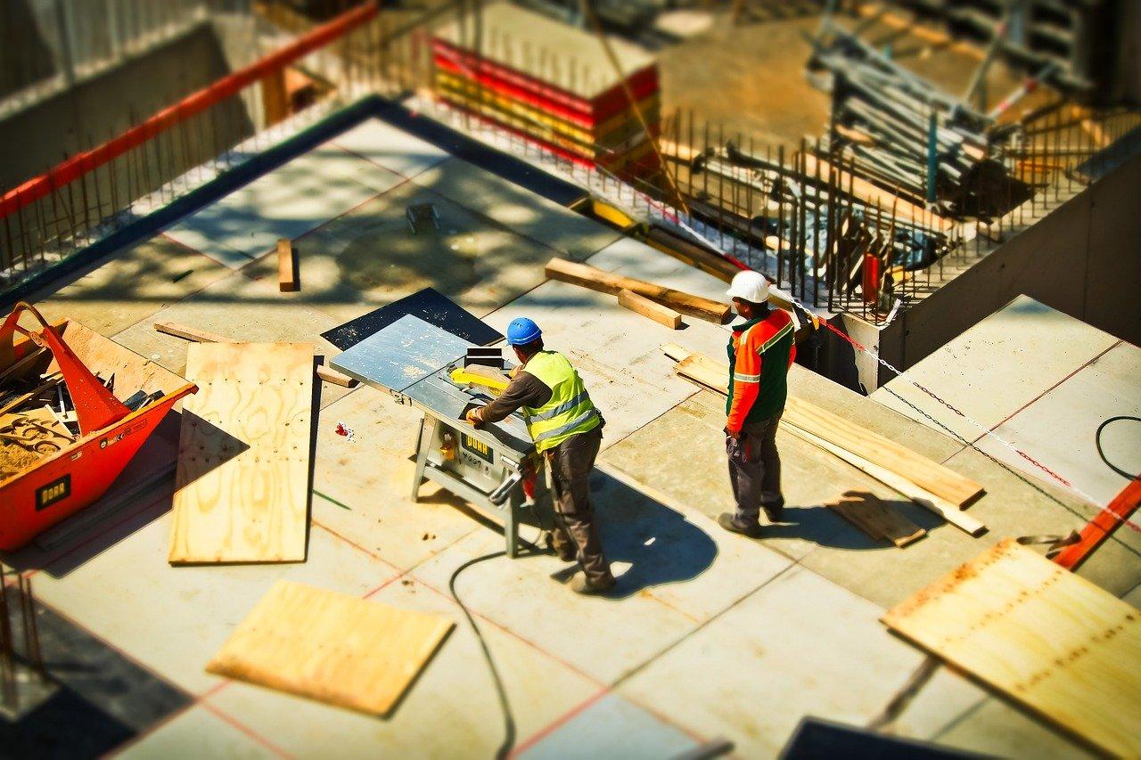 工事現場の職人の声がうるさいならすぐゼネコンへ相談!それ以外はデシベル次第